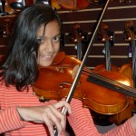 Neha Swaminathan, Mechanicsburg chooses her first full-sized violin from Hershey Violins. Neha attends Green Ridge Elementry School and is age 9 and takes private lessons from Angela Schlessman, Mech. Welcome Neha to our ever growing list of satisfied customers!